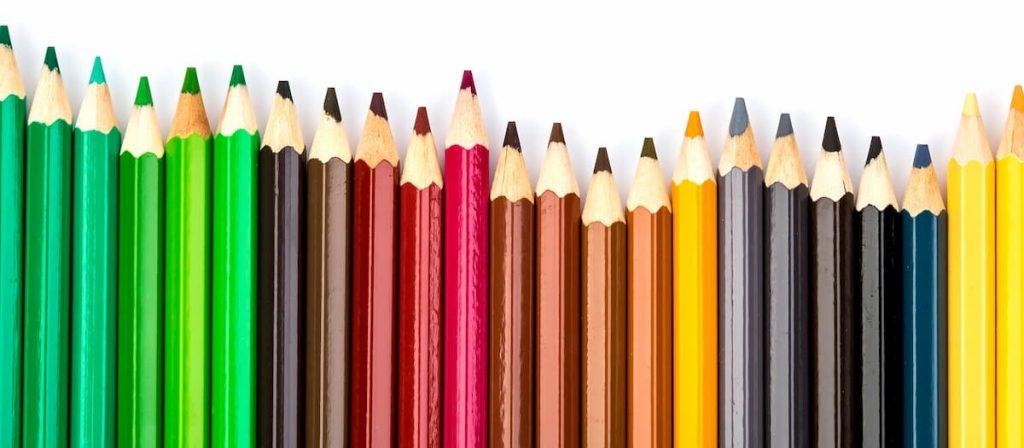Fotos de vários lápis de cores, simbolizando os 4 canais de parametrização.