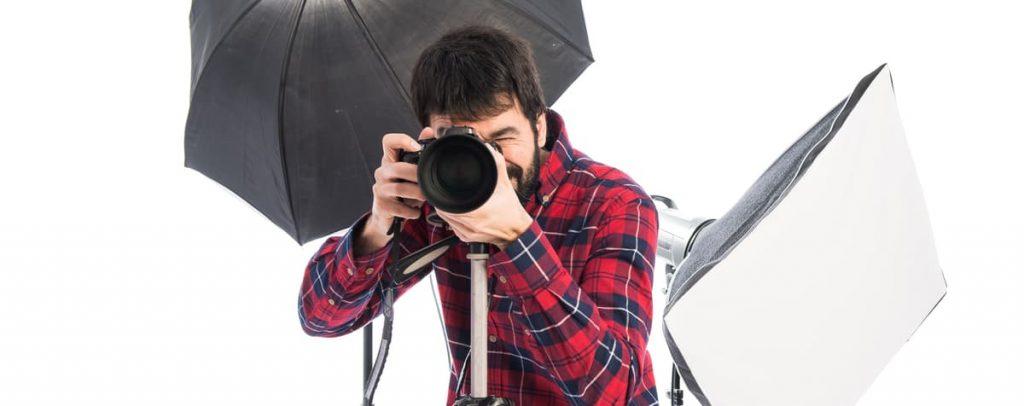 Foto de um fotografo tirando fotos. É preciso entender o direito à imagem.