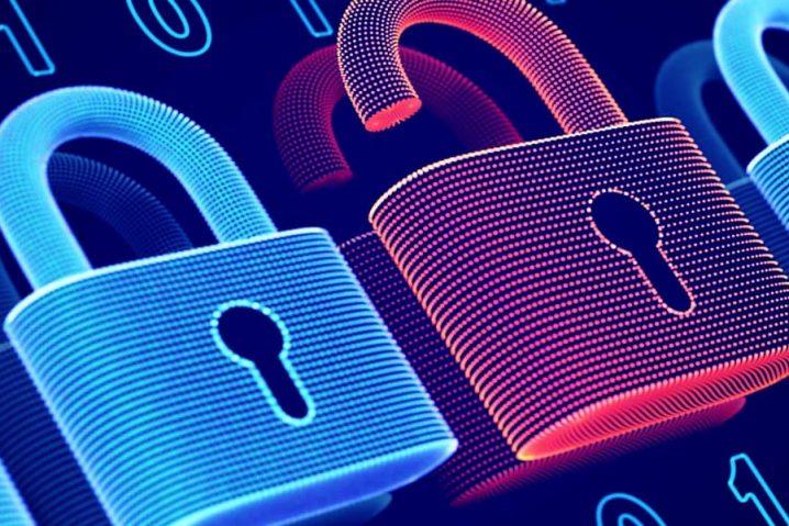 Cadeados simbolizando a proteção de dados na internet.