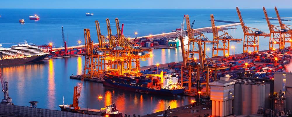 Foto de um porto simbolizando o direito portuário.